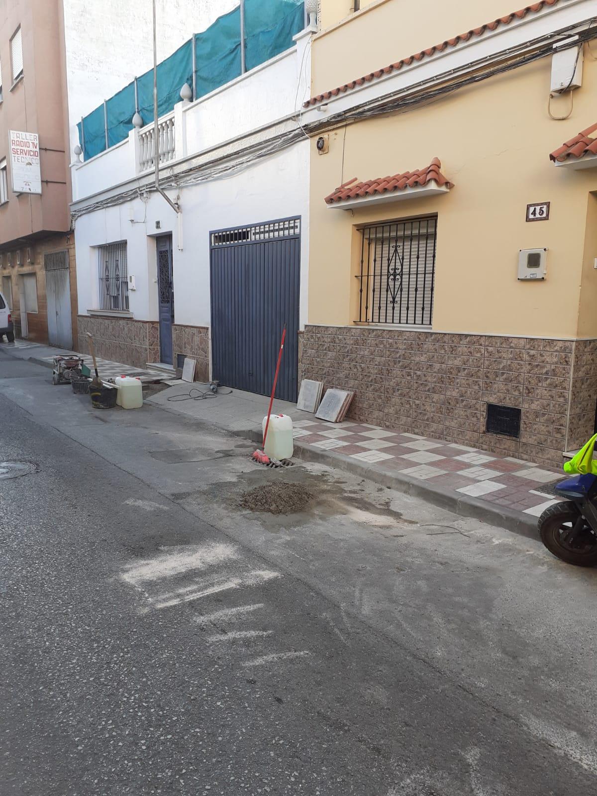 Arreglo de acerado en la calle González de la Vega