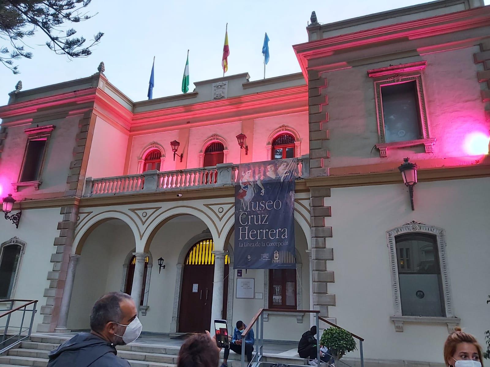 Iluminacion rosa cancer de mama museo Cruz Herrera