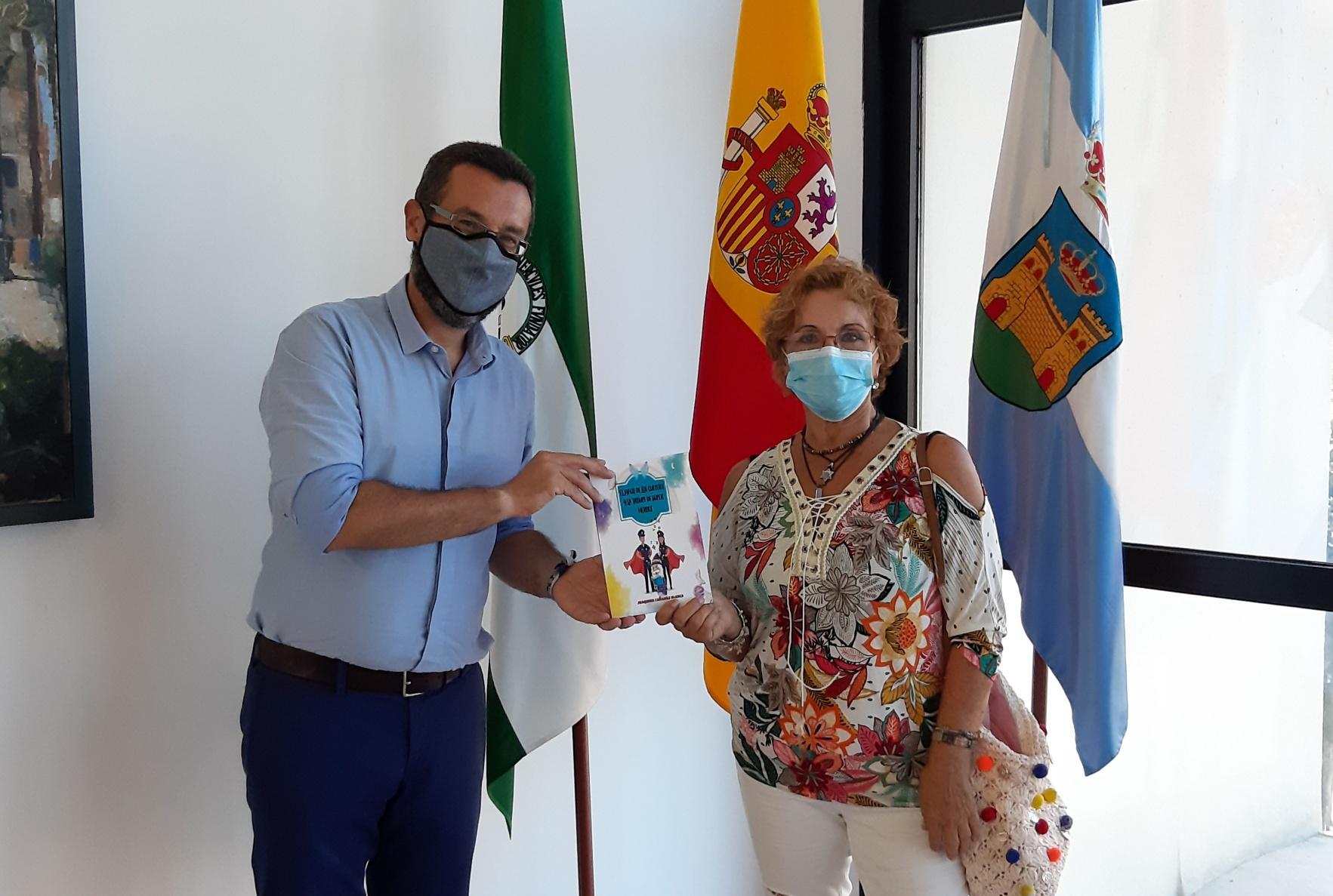 alcalde con Joaquina Cañadas